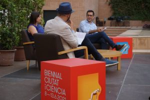 Dr. Victòria Puig and Prof. ICREA Jose A. Garrido talk to journalist Pere Estupinyà and a large audience about the leading research they lead.